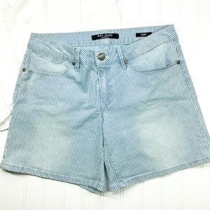 MAX JEANS  STRIPED DISTRESSED SHORTS